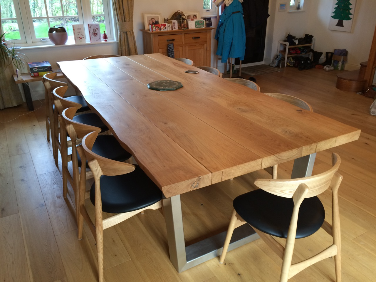 large oak dining table with beautiful natural liveedge