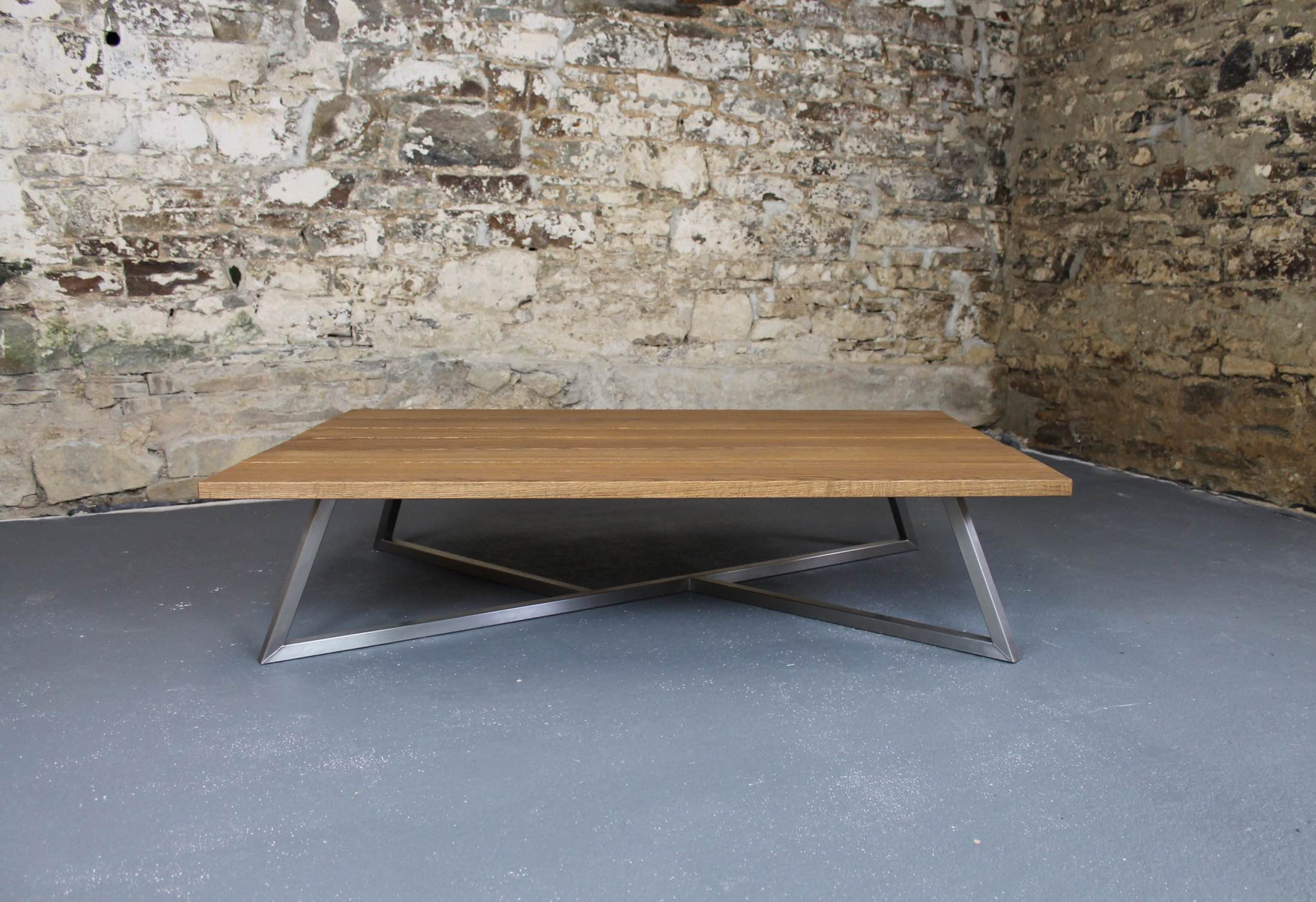 The Scorpion with 30mm thick Dark Oak top with square-edges